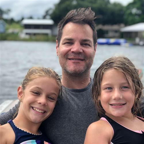 Chris Erlin with daughters